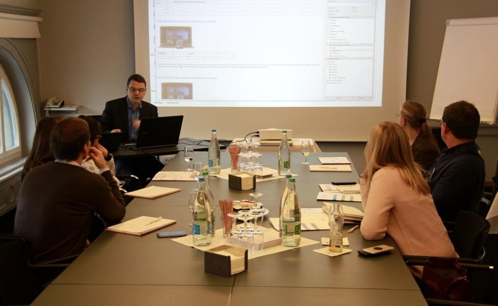 Jürg Geiser zeig die Vorlagenlösung OneOffixx im Au Premier